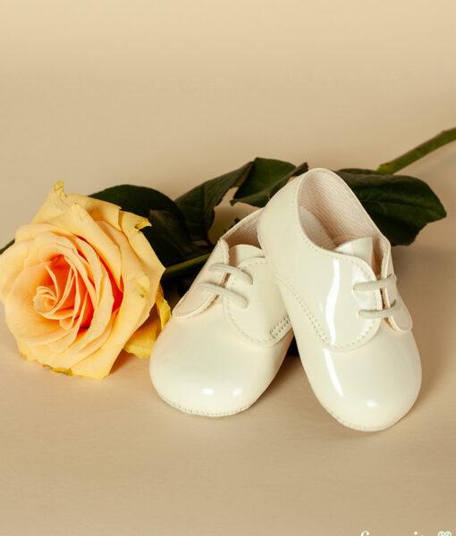 Pantofiori bebe cu sireturi, piele ecologica lacuita, alb-ivoire, Baypods UK (16-17-18)-01